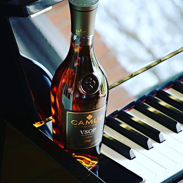 The finer things in life keep shining through. #camuscognac #weekendvibes
