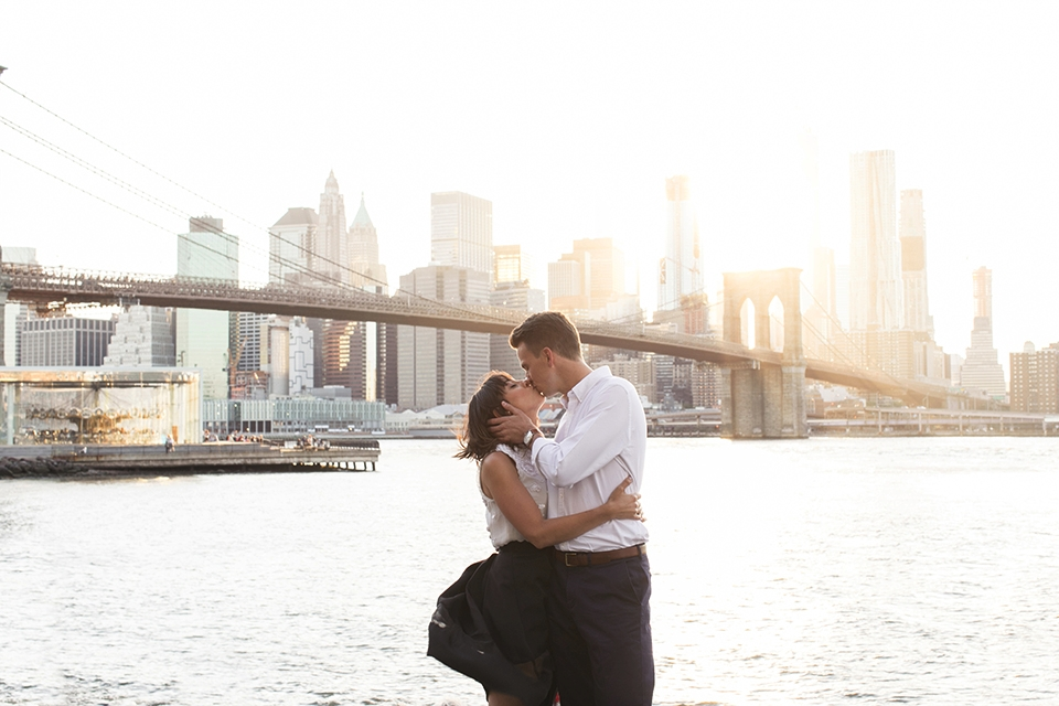 Brooklyn-Bridge wedding kiss.jpg