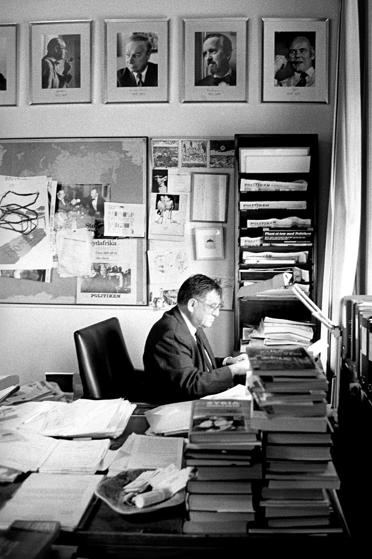 Herbert Pundik, Editor, Politiken