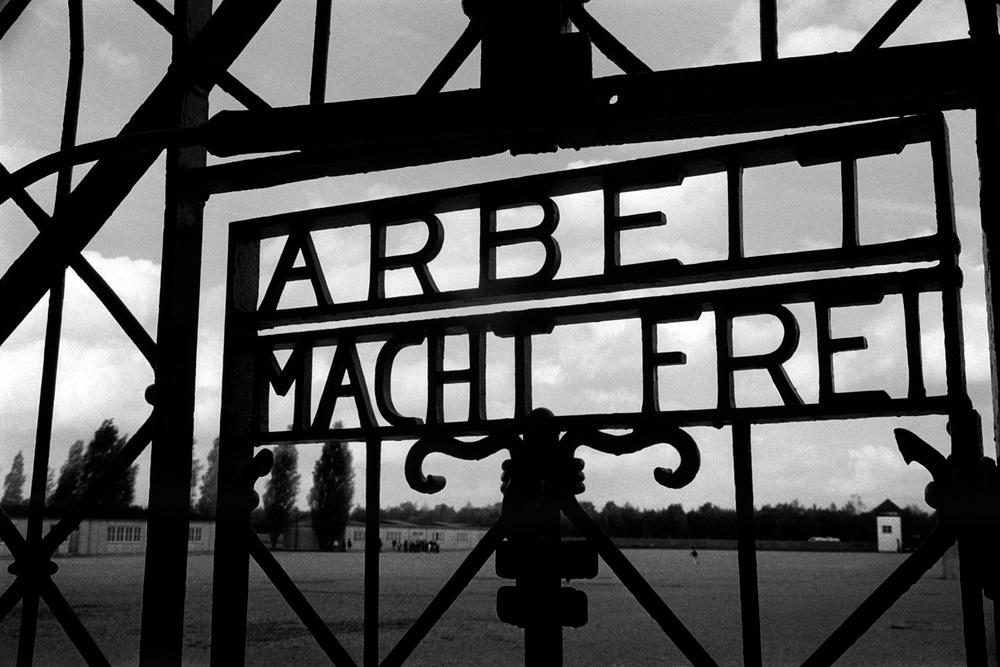 03-Arbeit-Mach-Frei-Dachau-Poland-2.jpg