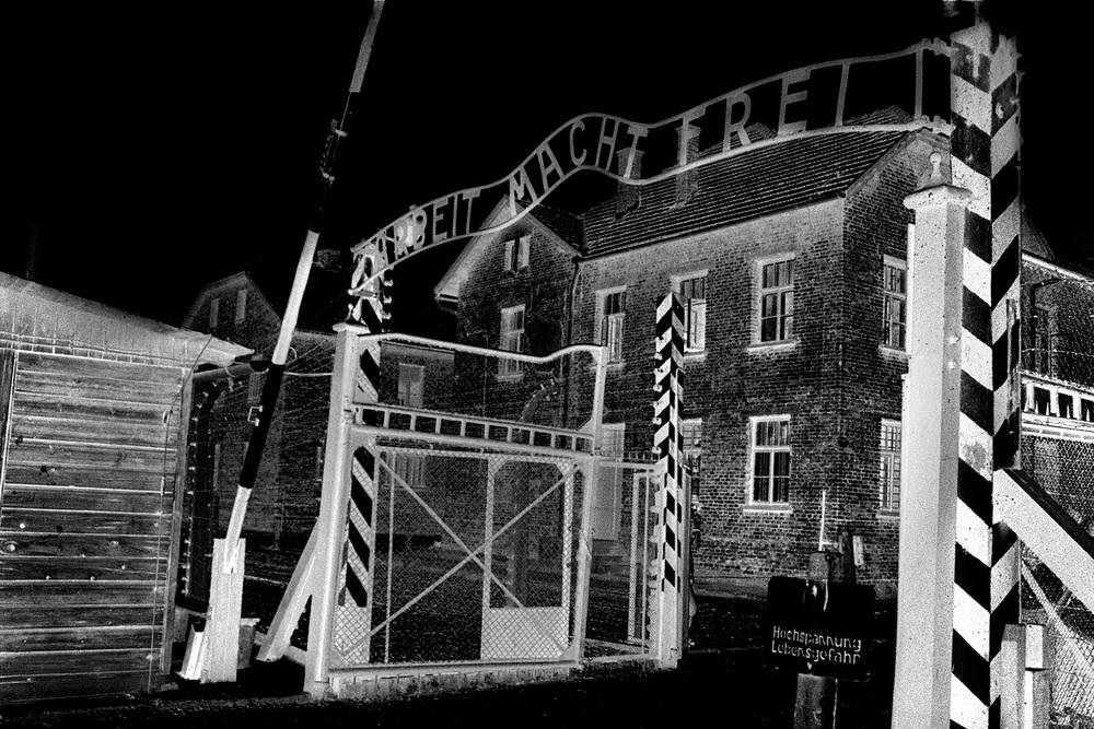04-Arbeit-Mach-Frei-Auschwitz-Poland.jpg