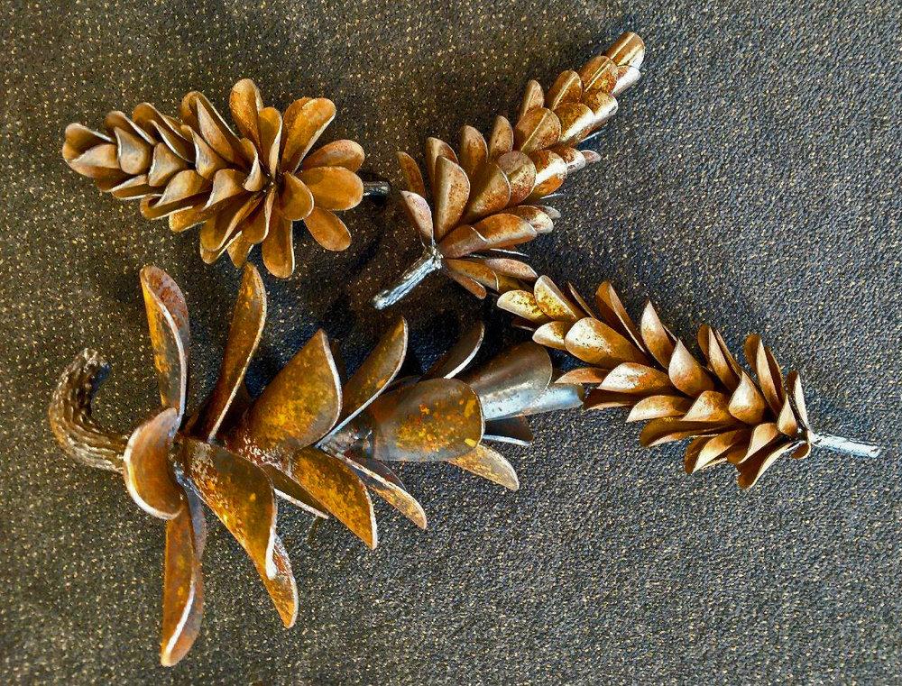 """12"""" & Mini Pine Cones"""