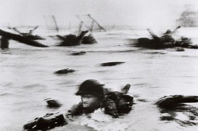 © Robert Capa, American landing on Omaha Beach, D-Day