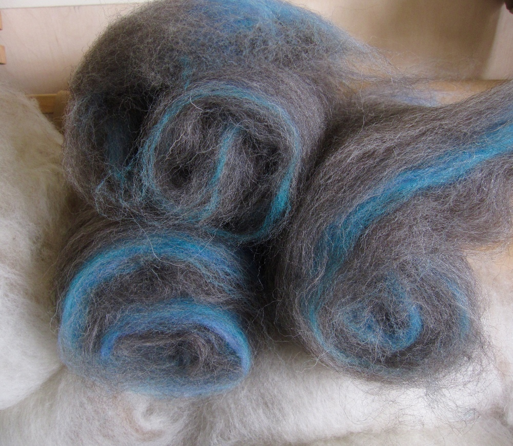 Shetland Victoria Sponge Batts - Sponge: natural brown/grey, Jam: three shades of blue