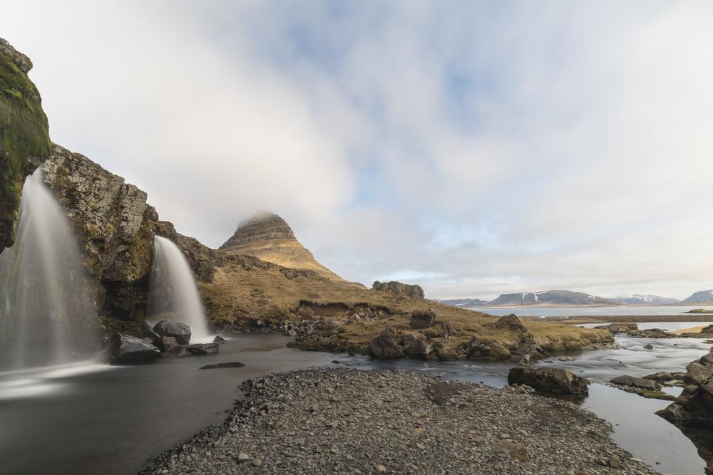 Kirkjufell and Kirkjufellsfoss.jpg