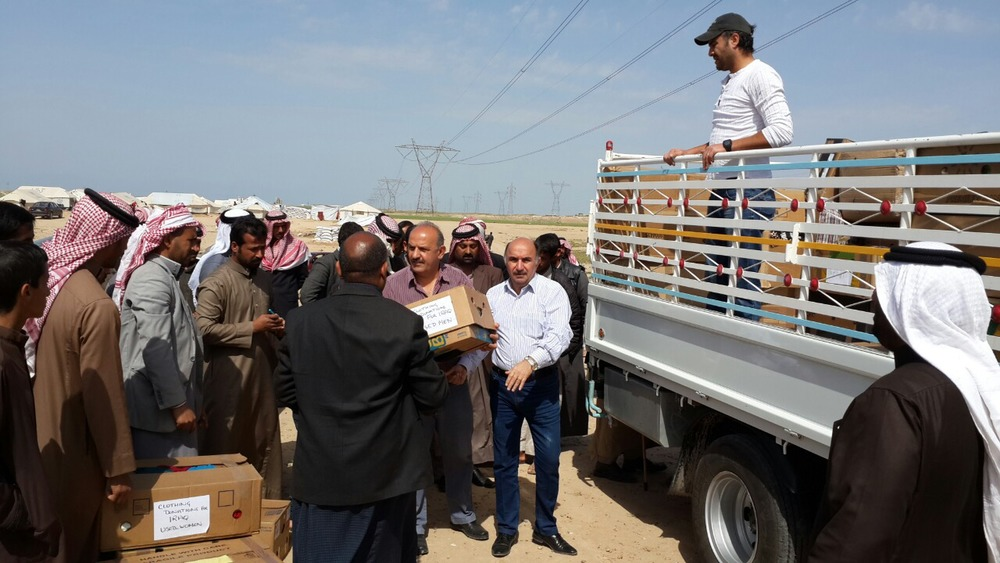 Local partners distributing aid at a camp in the Kirkuk area in Iraq.