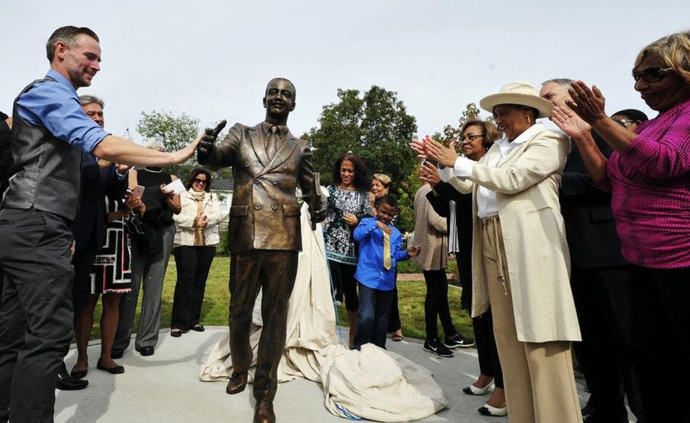 Tom Lopes staute unveiled -