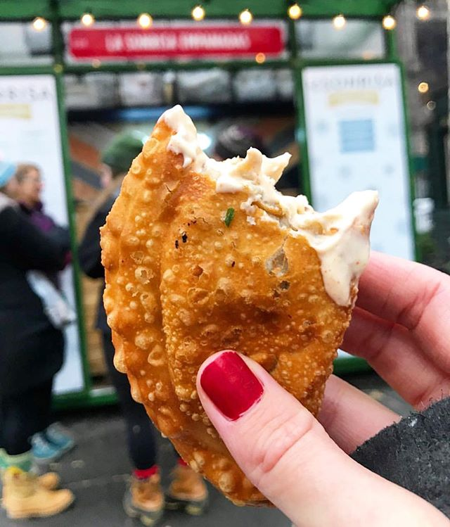 Spicy mayo for the win! We polled & spicy mayo beat out hot sauce- stop by #madsqeats or #urbanspacegarment to get your #empanada with an extra side of #spicymayo  #urbaneats #eeeeeats #flatiron #nyc #buzzfeast #popup #nyceats #empanadas #empanadafix #lasonrisafoods #lasonrisaempanadas #highline 📷: @foodie_bootiee