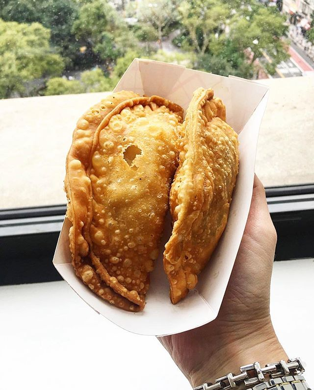 TGIF!!!! Start your weekend off right with your favorite #empanada - coconut curry chicken, quest, pulled pork? All three?? Last day at @urbanspacenyc #MadSqEats - don't miss out! 📷 credit: @alwaysnoshing #eeeeeats #buzzfeast #nyc #nyceats #popup #highline #flatiron #urbaneats #urbanspacegarment #garmentdistrict #lasonrisafoods #empanadas #streetfood #fbf #food #foodie #foodiesofinstagram