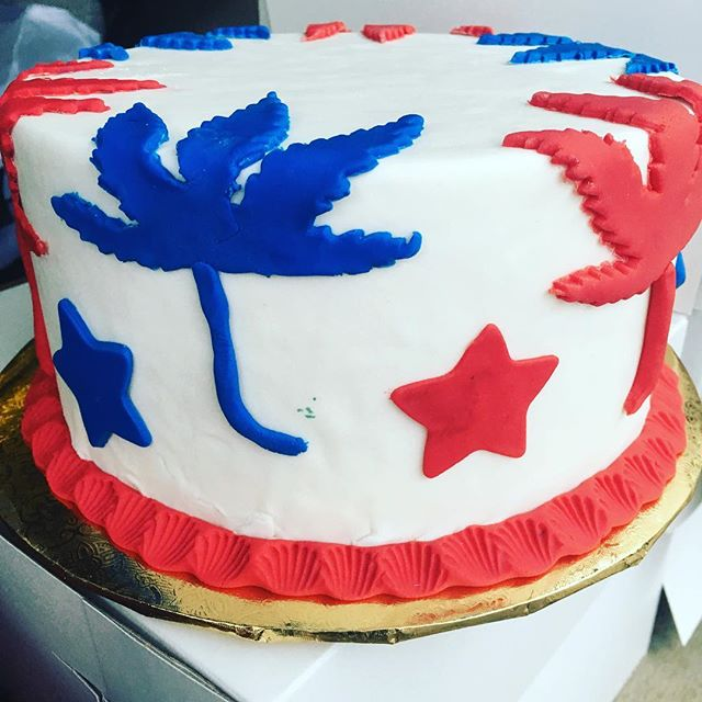4th of July cakes are ready for order! 💥☀️🎂🎆🎇🎊🇺🇸🇺🇸🇺🇸 #cakecreations #merica #summervibes  #4thofjulybbq #weedstagram420 #edibles #bongappetit #redwhiteandblue #starsandstripes #weedleaf #hightimes #LA #bbqtime #partycake