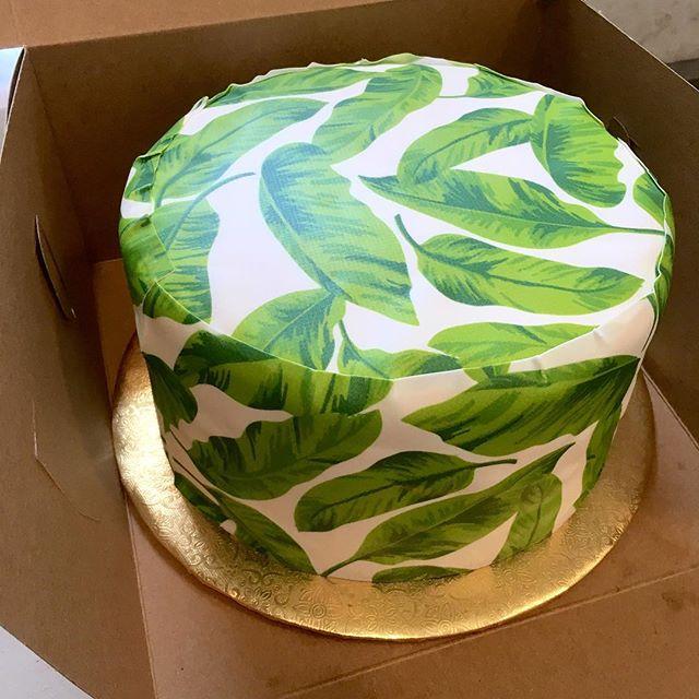 Custom birthday cake with banana leaves printed on sugar paper with edible dye.  100mg of THC & CBD 🎊✨🎂🍌#happybirthday #birthdaycake #bananaleaf #cakecreations #edibles #summertime #sunshineandsmiles #sugarbaby #weedstagram #weedporn #weedstagram #thc #cbd