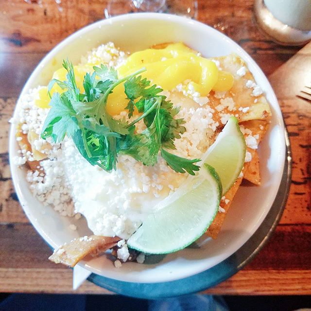 Flashback to the most memorable chilaquiles. The 14th most populous US city knows what's up. Miss you @drlesliekim and @pllu85. 🤗 #fbf . . . . #vsco #vscocam #vscotravel #vscofood #travel #healthytravel #vacation #iamwellandgood #thatsdarling #mindfulness #namaste #balance #gratitude #happyplace #howiholiday #spiritjunkie #columbus #cbus #ohio #gatheringslikethese #bbg #cntraveler #glutenfree #treatyoself #foodie #darling