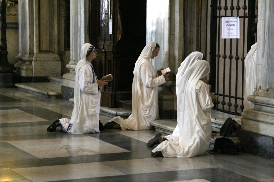 Nuns_praying2.jpg