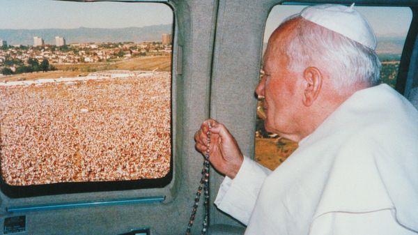 pope-in-plane denver.jpg