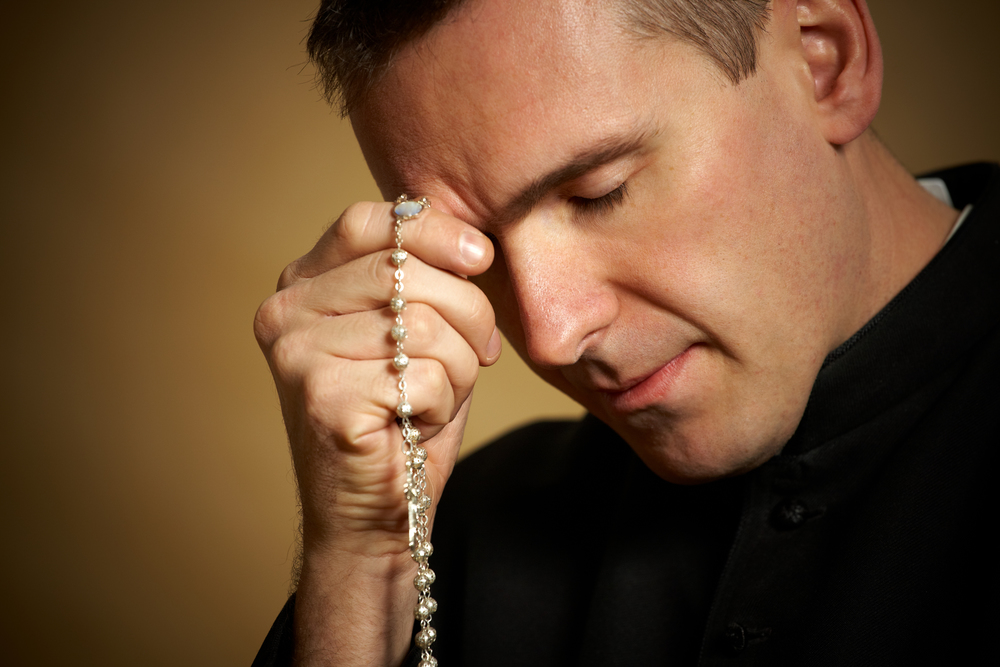 Priest-praying-rosary-2.jpg