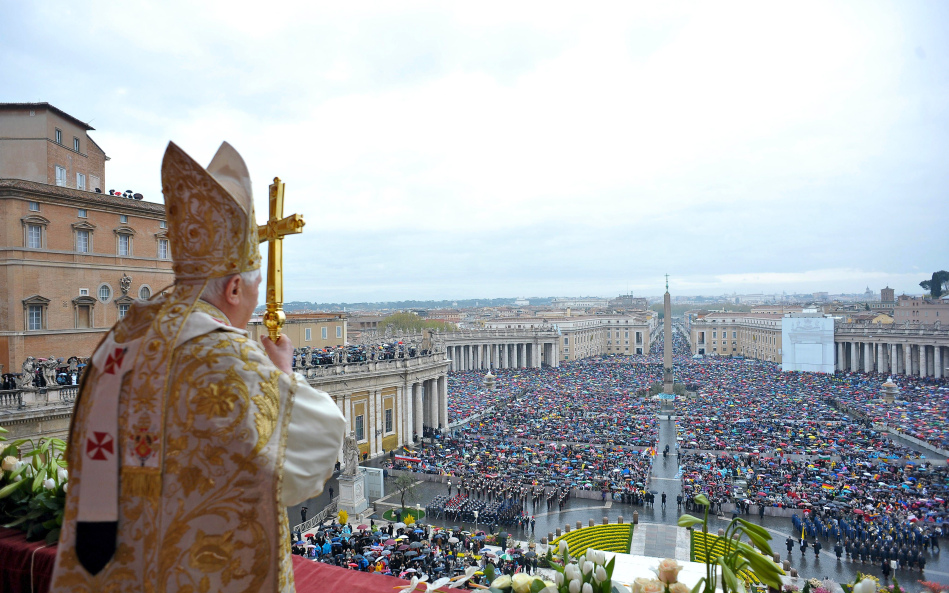 pope-benedict-overlooking-crowd-from-balcony.jpg