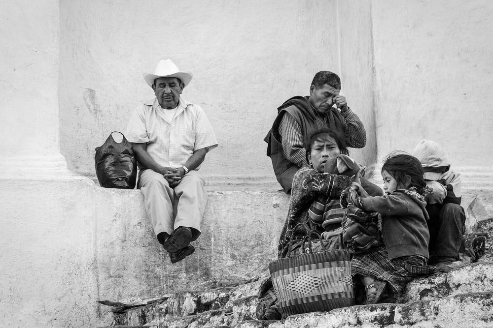 05 - Kirketrappen i Chichicastenango B&W 2.jpg