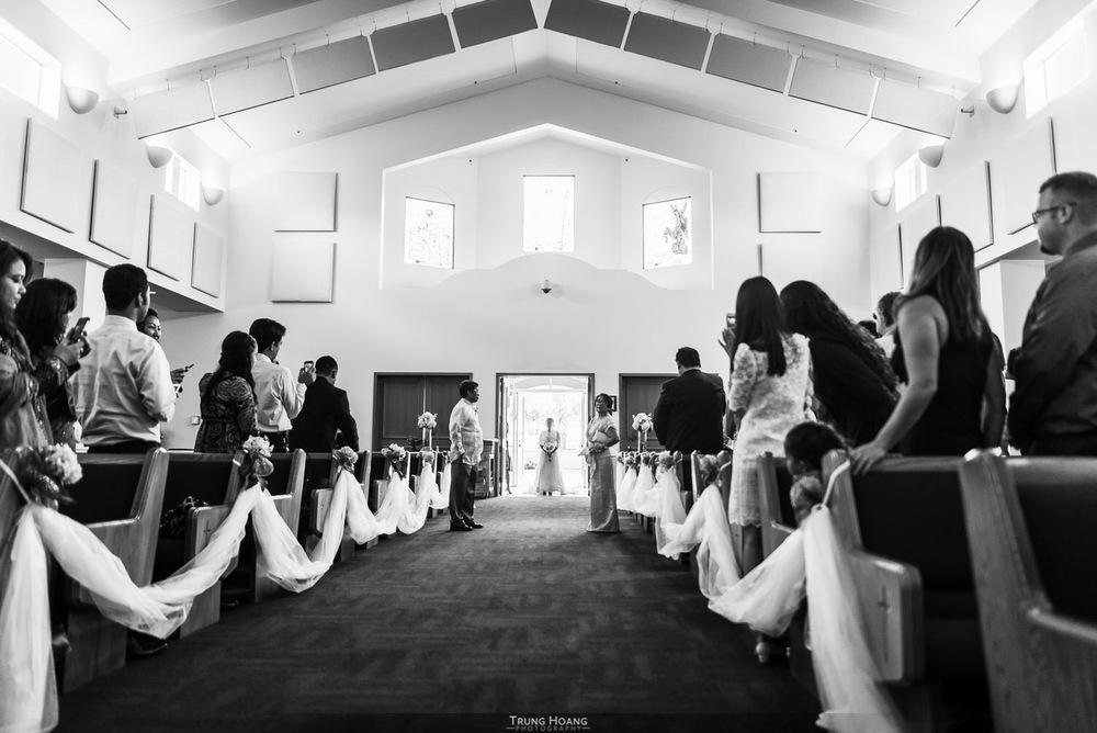 17-bride-enters-church.jpg