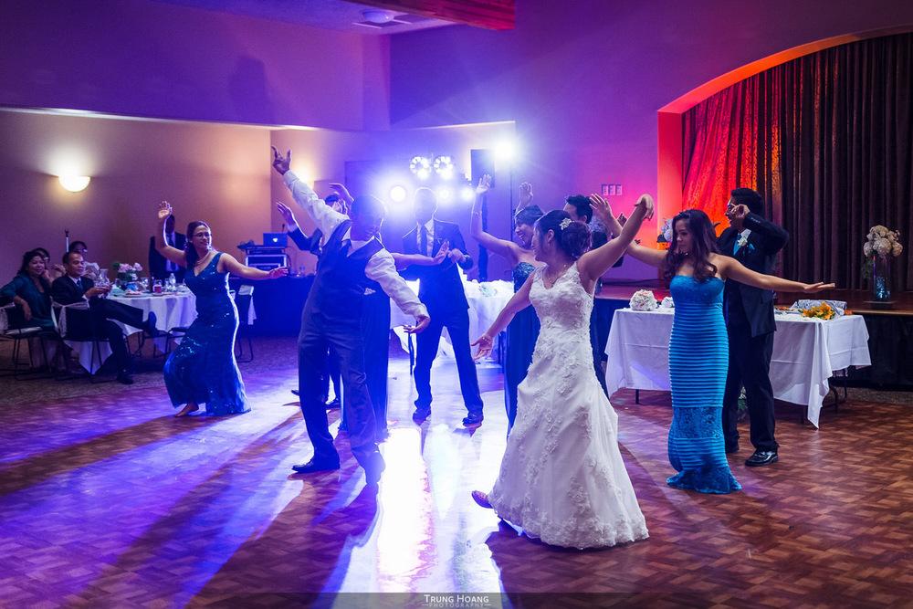 59-bride-and-groom-dancing.jpg
