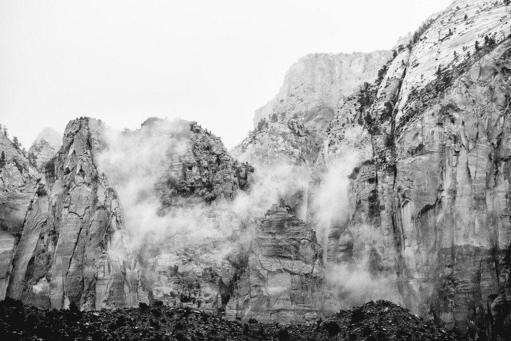 Weaving fog in the Zion mountains