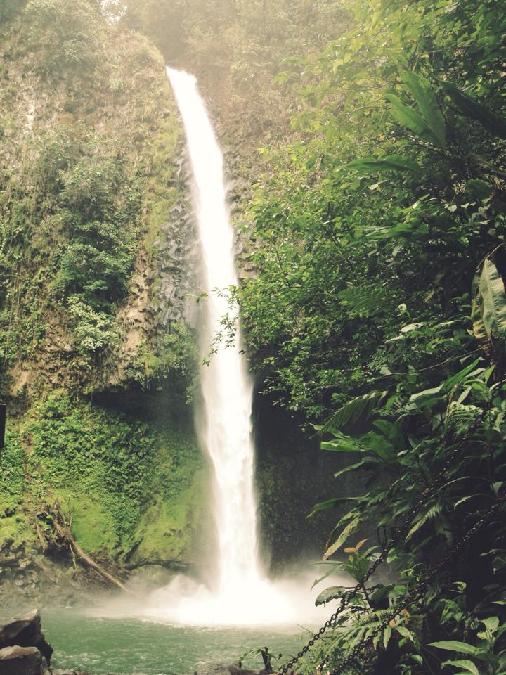 La Fortuna Waterfall 2.jpg