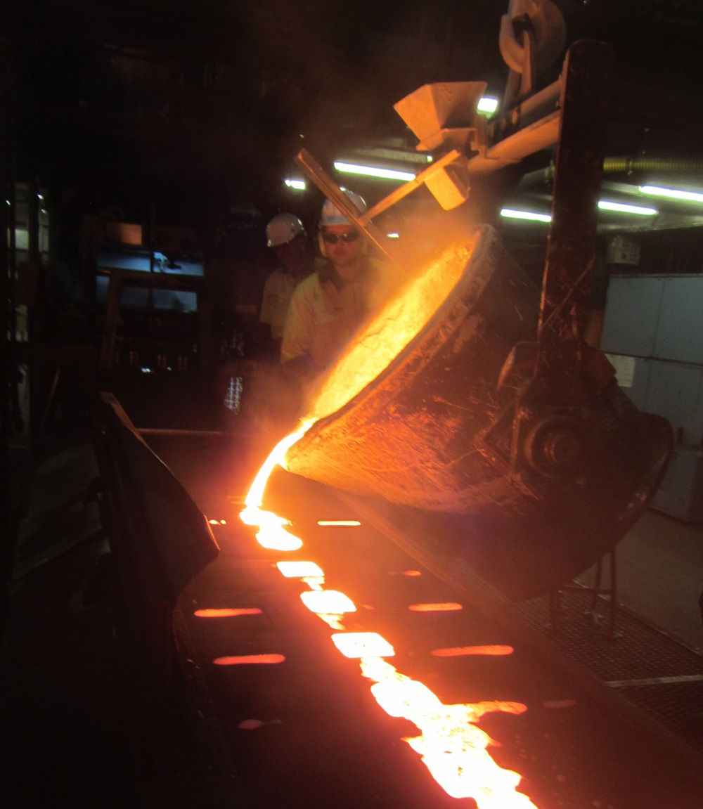 Pouring clean Australian iron into AUSfonte pan sand moulds in South Australia. See the video action here: https://youtu.be/iAOifJTuAqw