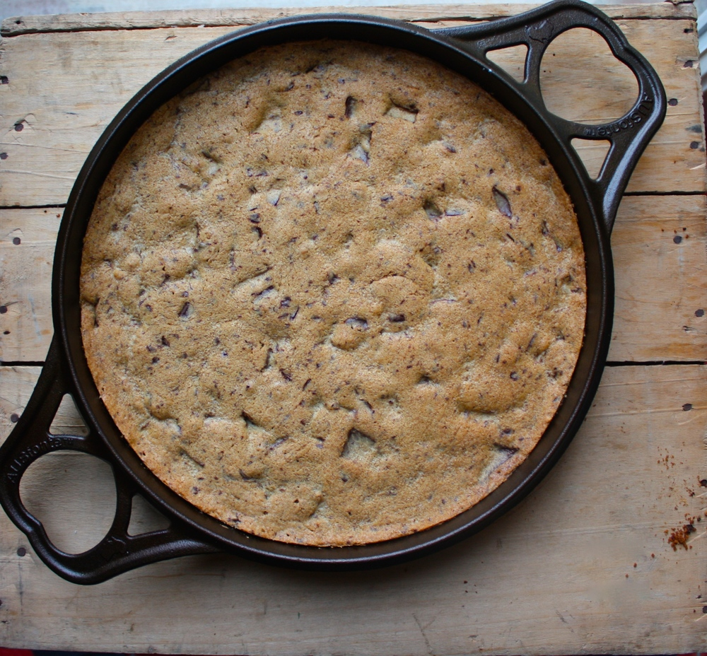 Dorie Greenspan's Best Chocolate Chip Cookie baked in AUSfonte cast iron 32 cm BIGskillet pan