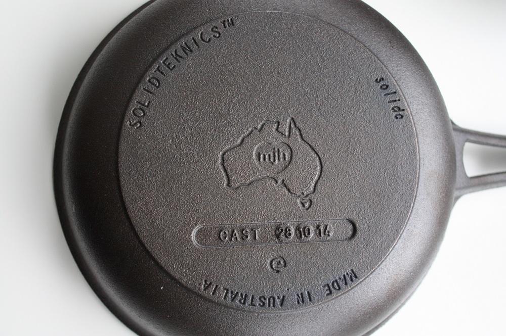 SOLIDTEKNICS AUSfonte cast iron Sauteuse 24cm 1-1-15b 1200x798.jpg