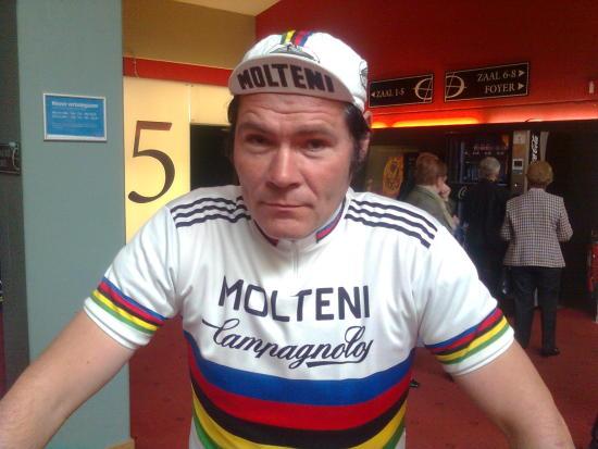 Merckx zal in zijn wk-trui bij drie categoriËn eén ronde voor het peloton uitrijden