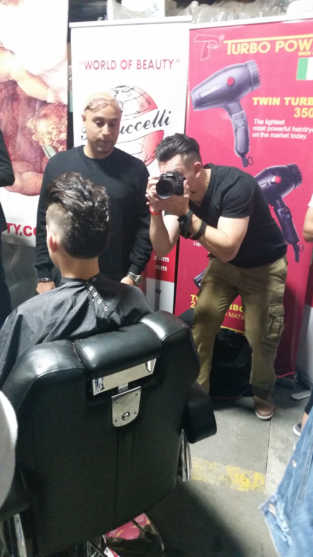 I had to grab a picture of @TheFit_Barber putting in work! He grabbed so many awesome photos and video for the whole event.