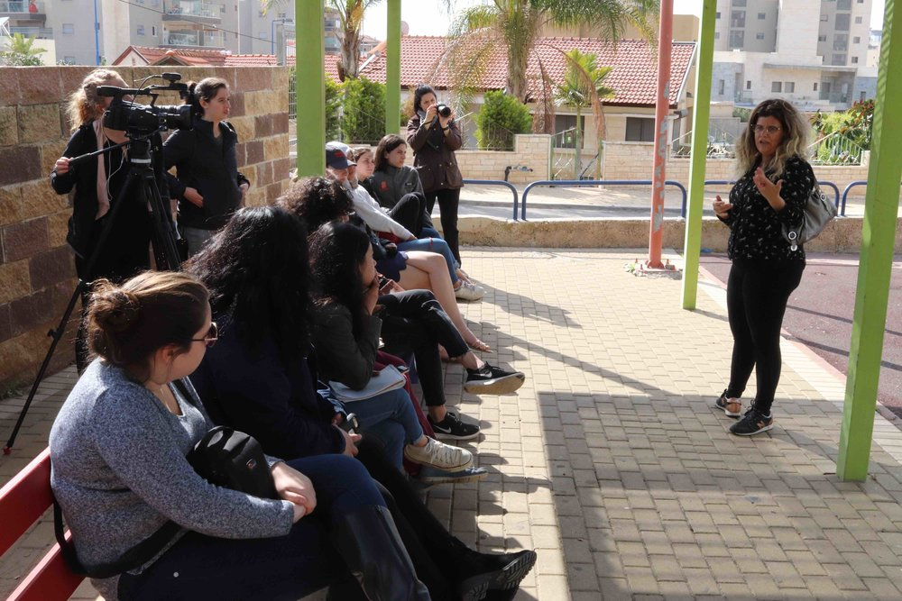 Sharon Shelly talks about live in Sderot.