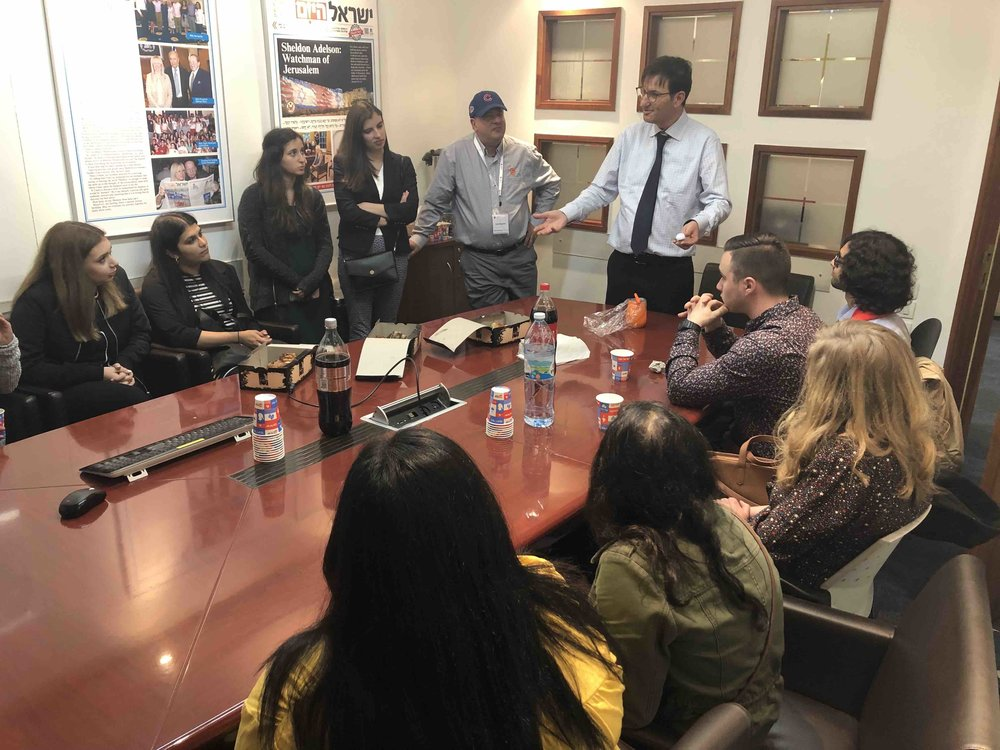 Boaz Bismuth, editor in chief of Israel Today, talks to Newhouse students about journalism in Israel.