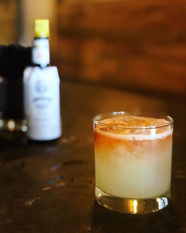 Nocturno 🌆: Pelotón mezcal, fresh lime, ginger, and Angostura bitters #afterdark