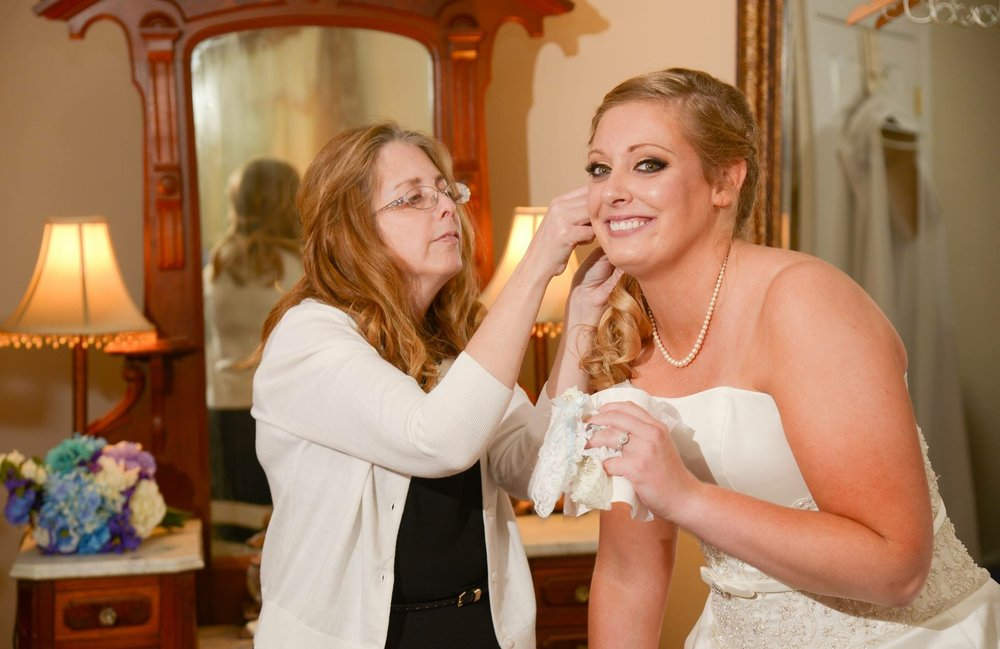 Bridal Services - Tia Blackwell Beauty has a range of bridal services for every budget; with packages including facials and pampering for the whole bridal party! Please email me for specific pricing.