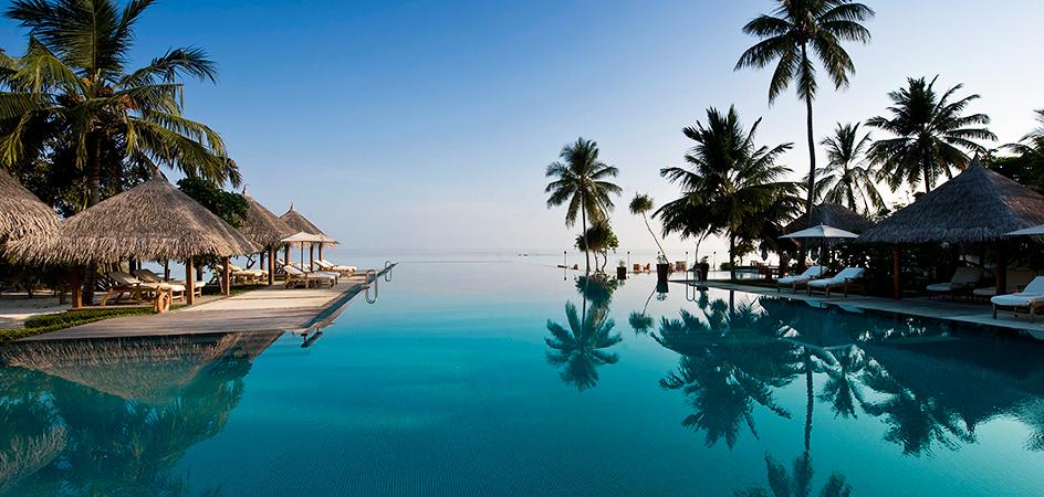 05143203-four-seasons-maldives-pool-944x450.jpg