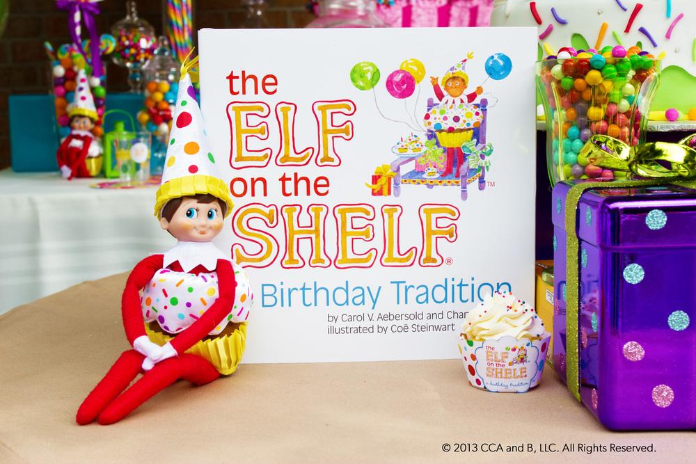 Y nuestro querido Elf vestido de Cupcake! Listo para celebrar