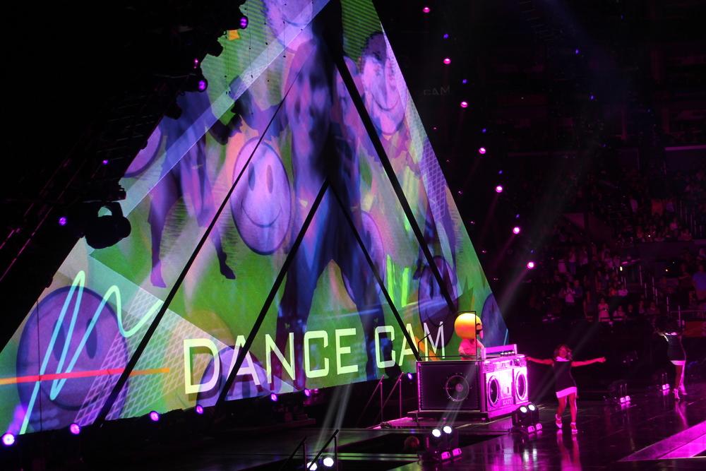 Nos hicieron bailar y muchos de los fans fueron mostrados en camara