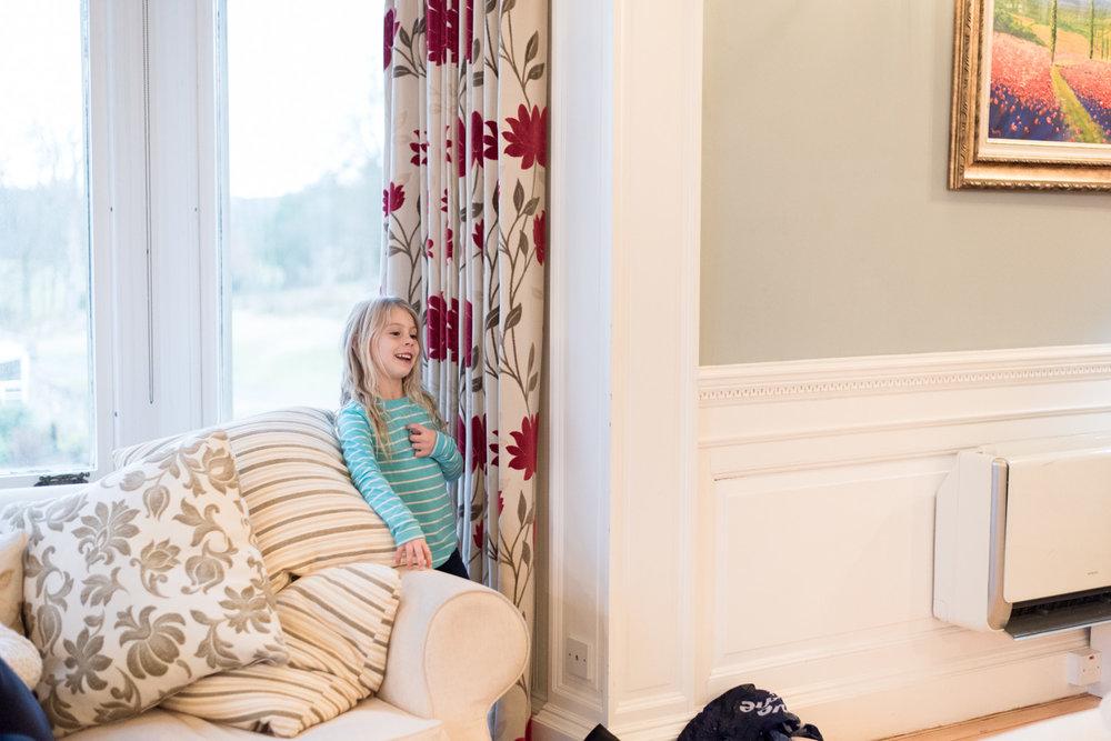 Family Photo Shoot In Dunfermline - kids hiding
