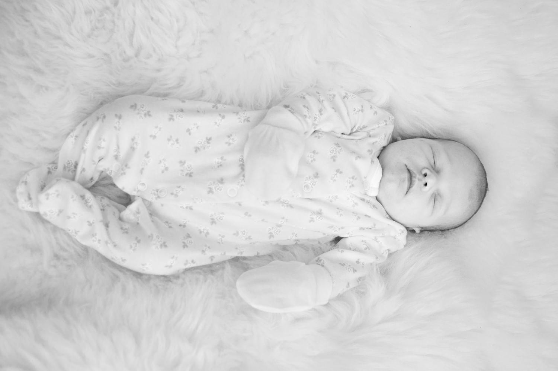 Newborn photo shoot in dunfermline with baby naomi ali jay photography
