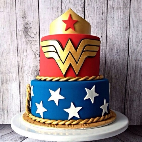 classic wonder woman cake