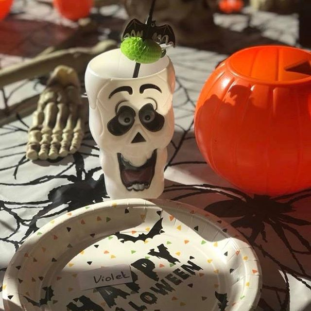Love this Halloween table setting at our first Halloween party this year! #halloweenparty