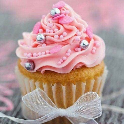 Cupcakes really are the best things ever! Such a pretty one! May jewellery parties are booking up! A few spots available if you'd like to throw your own pretty little things party!