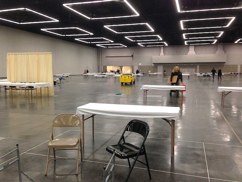 Set up on Friday evening. The show took place in a huge hall the Oregon Convention Center.