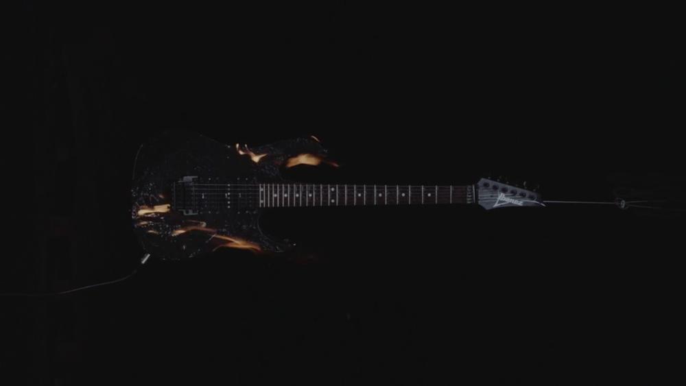 Burning Guitar | 18:15 | 2016
