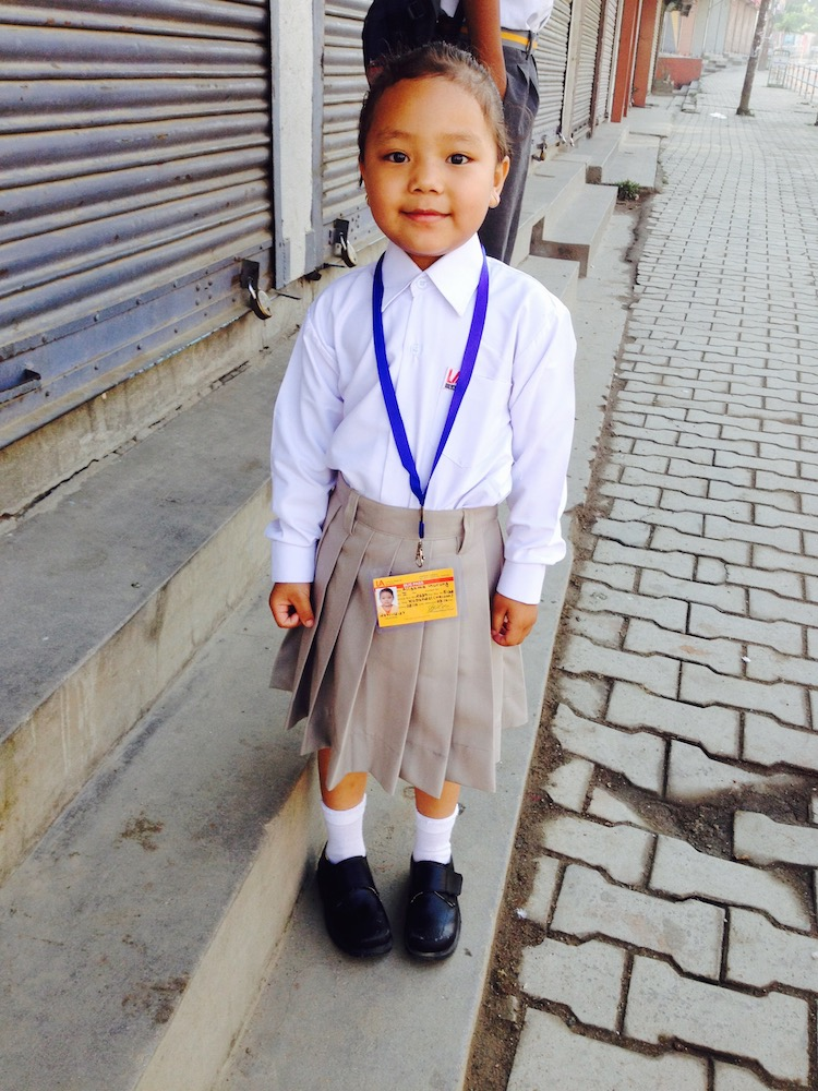 Alisma Gurung an ihrem ersten Schultag an der Little Angel's School.