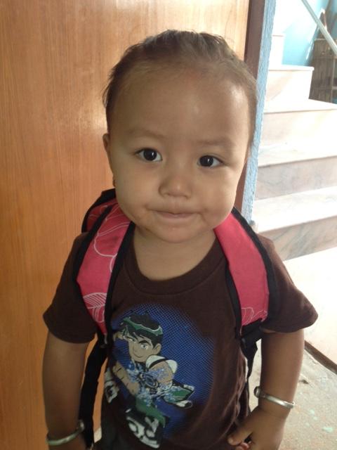 Abin Gurung auf dem Weg zur Vorschule.