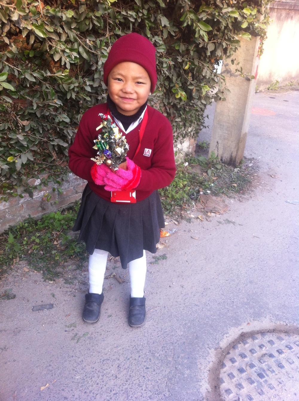 Alisma besucht die Little Angels' School