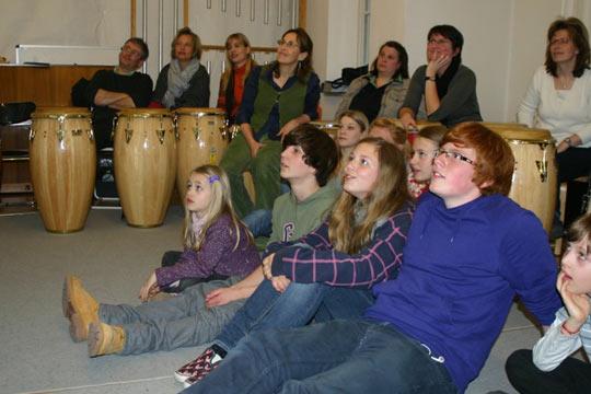 Trommelworkshop mit Andreas Wölfl – kids4kids Projekt an den Münchner Hauptschulen