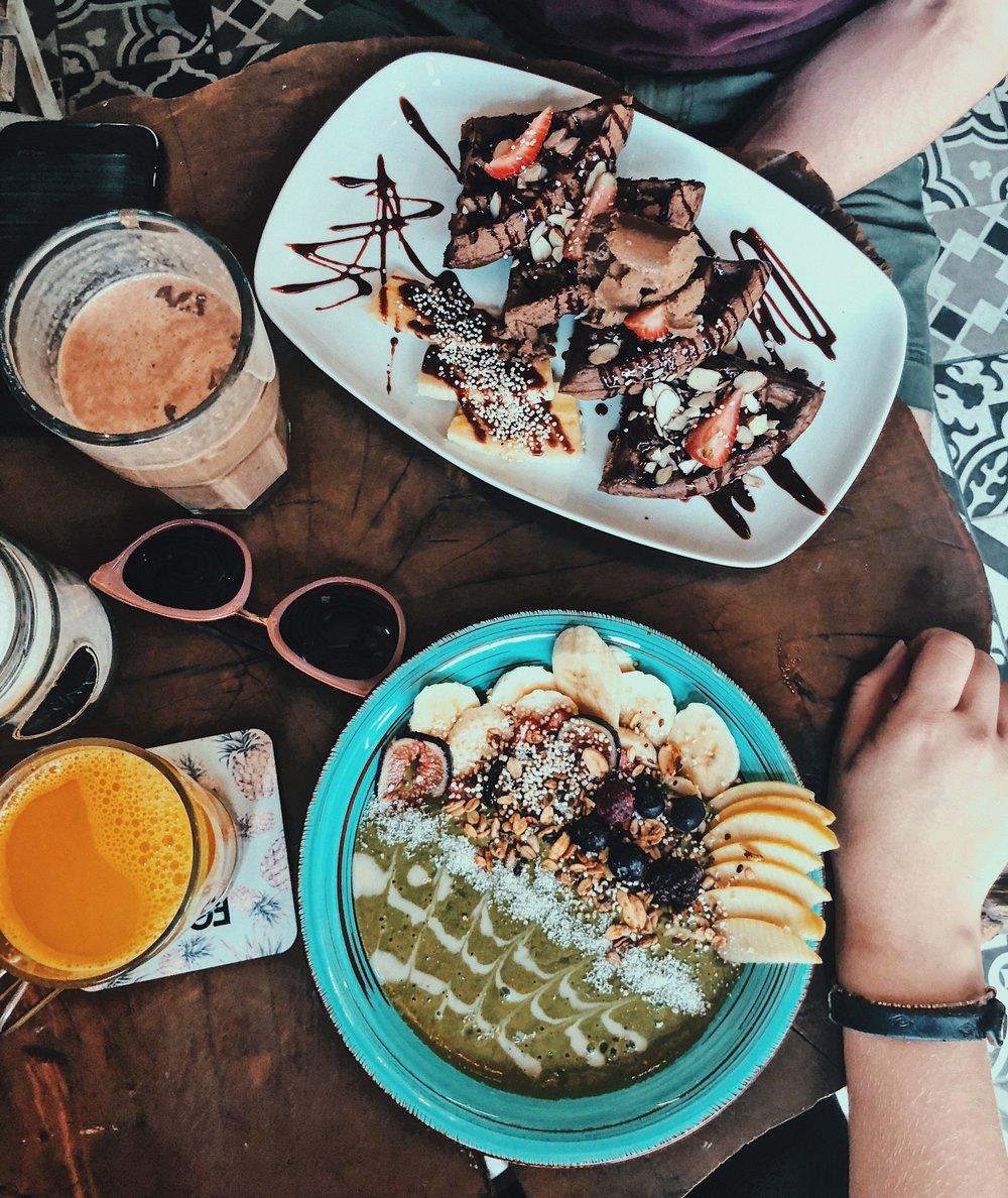 Vegamo: smoothie bowl and waffles.