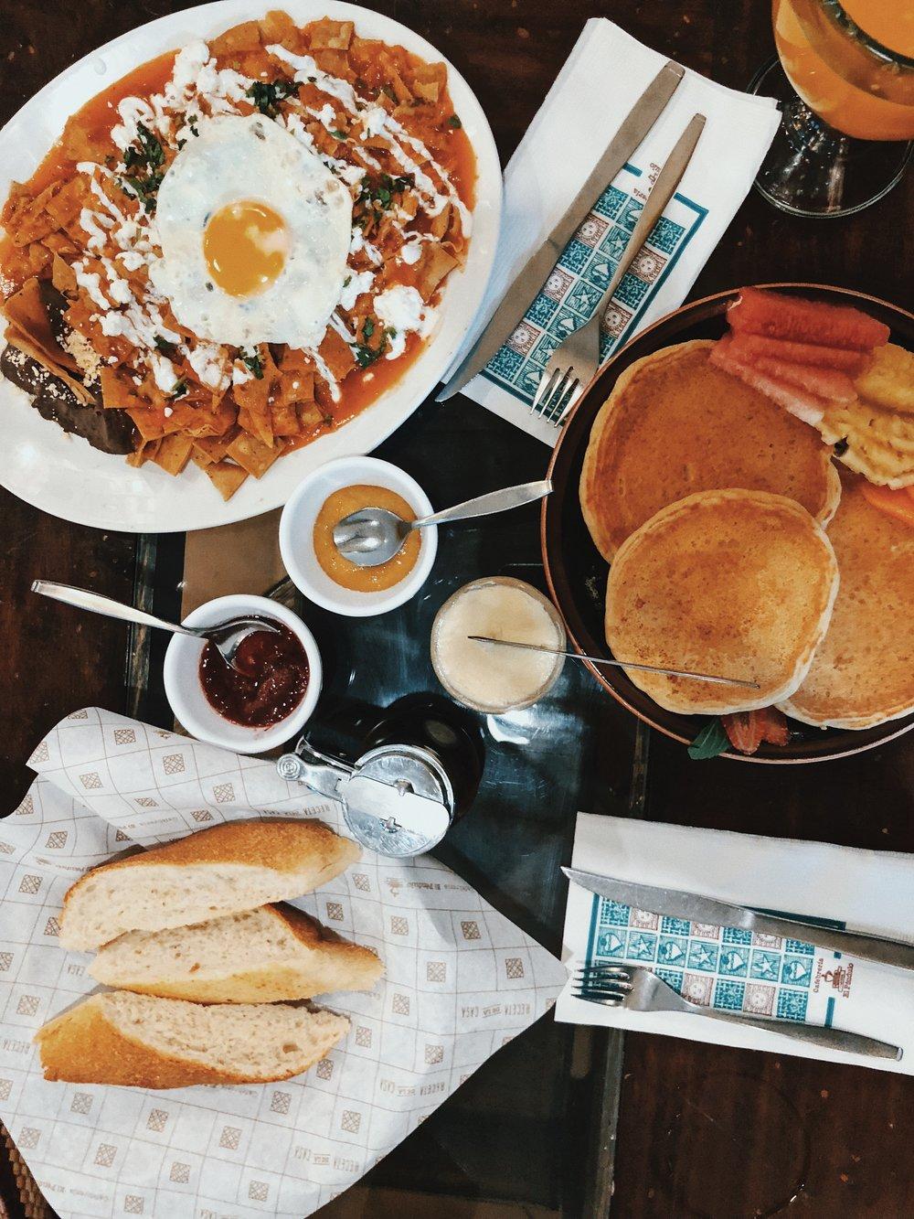 Breakfast at El Pendulo